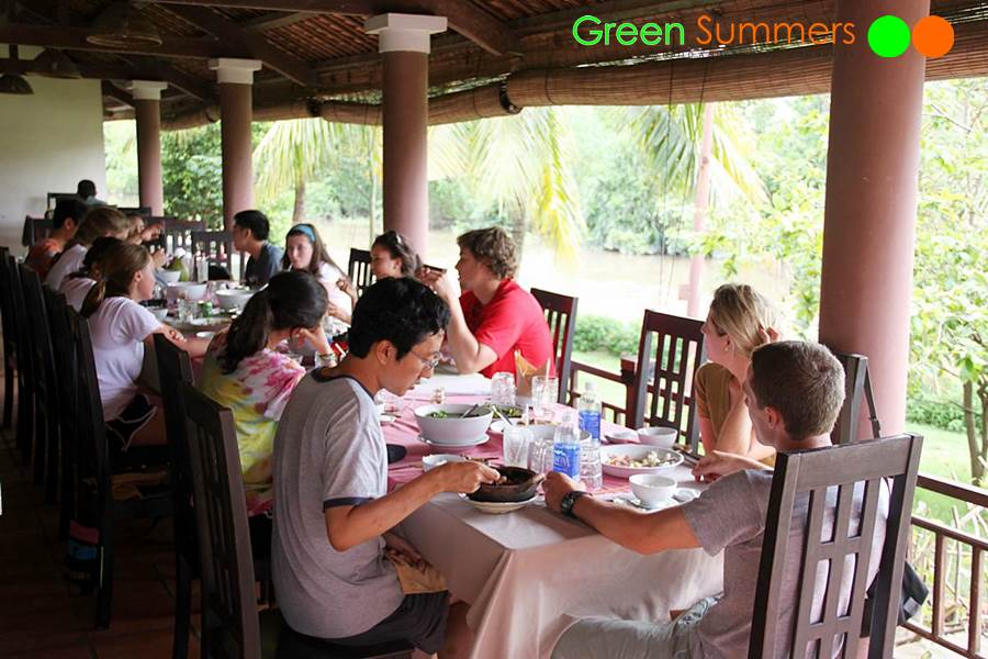 vietnam-school-tours-visit-poor-saigon-2