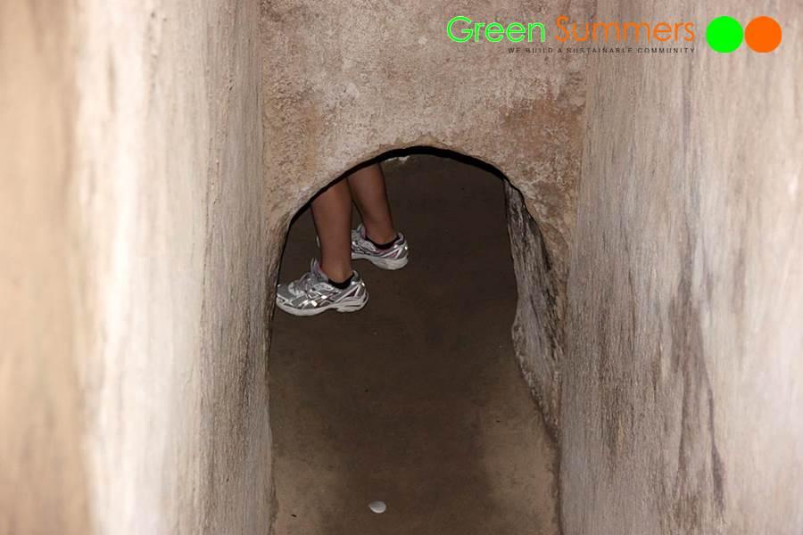vietnam-school-tours-visit-cuchi-tunnel-1
