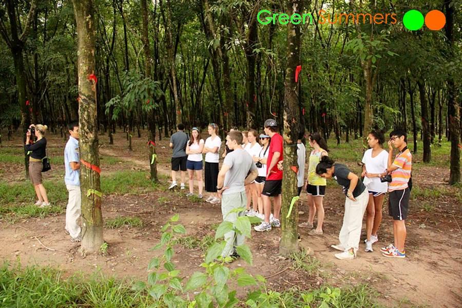 vietnam-school-tours-visit-cuchi-tunnel-2