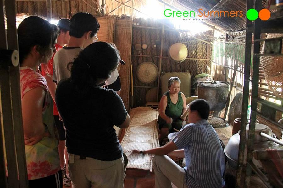 vietnam-school-tours-visit-cuchi-tunnel-3