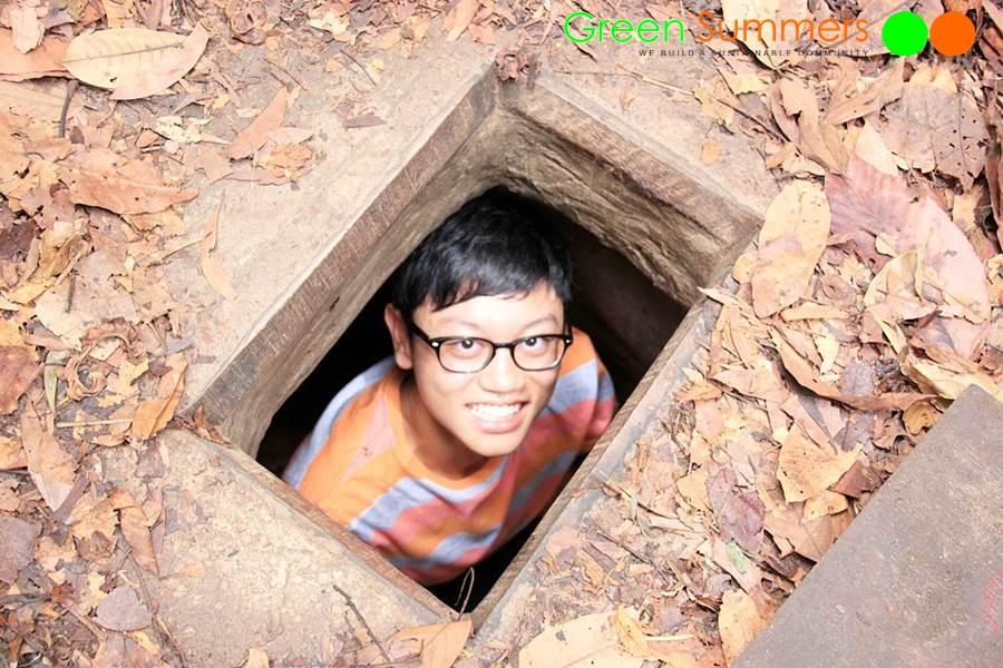 vietnam-school-tours-visit-cuchi-tunnel-4