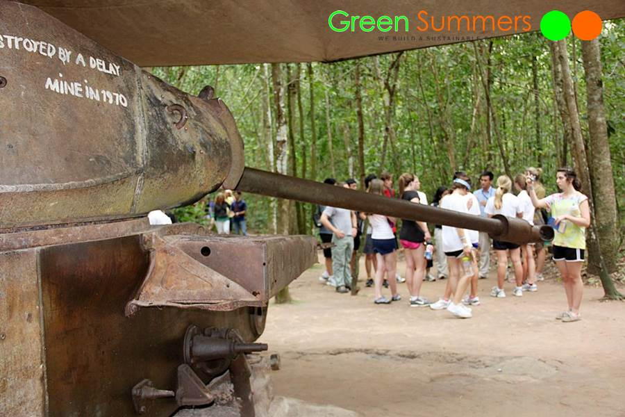 vietnam-school-tours-visit-cuchi-tunnel-5