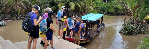 Vietnam service learning in Mekong – Build a toilet – First day